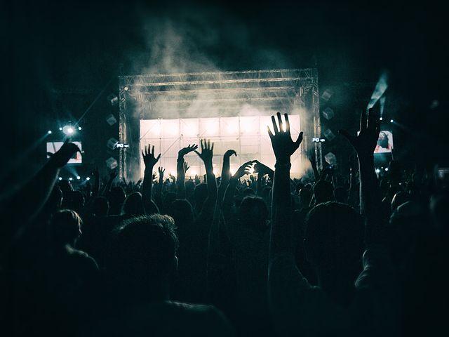 plastic-free-festival-crowd