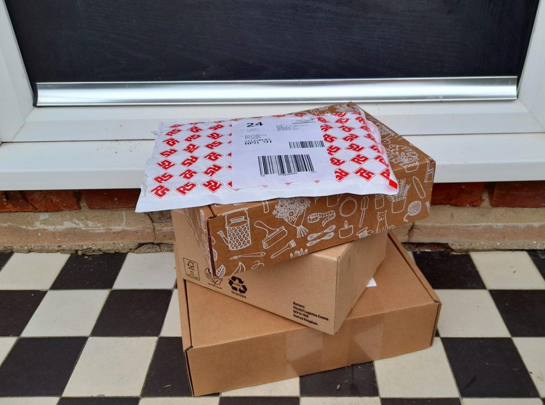 doorstep-e-commerce-boxes